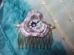 Peigne à cheveux et sa fleur parsemée de cristaux en swarovski