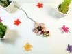 Collier métal argenté avec breloque orchidée rose nacrée en fimo