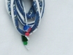 Bijou de sac en lacet coton recyclé bleu et blanc et perles rouges, bleues et vertes