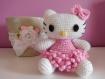 Petite peluche / doudou au crochet chat blanc et rose hello kitty