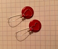 Boucle d 'oreille sequin émaillé rouge et coeur