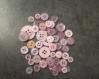Lot de boutons roses pour créer