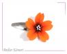 Barrette fleur sakura orange et noire à perles blanches et orange transparentes.