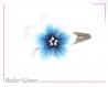 Barrette fleur sakura blanche bleue et noire à perles blanches et bleu transparentes.