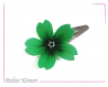 Barrette fleur sakura verte et noire à perles blanches et vertes.