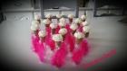Contenant à dragée tube en verre rose blanche et plume rose fushia