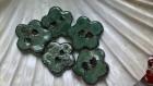 Lot de 5 boutons fleurs  en terre cuite noire fait main méthode artisanale