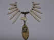 Grand connecteur avec longues perles ivoire en howlite naturel, son joli elephant,sa feuille et son bouddha
