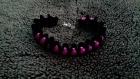 Bracelet de satin noir et perles fuchsia