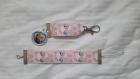 Porte clés et bracelet petite fille reine des neiges rose