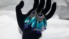Boucles d'oreilles réalisées avec des cabochons cristal bleus ciel