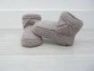 Chaussons bébé 0-6 mois - biche, beige - tricotés main - cadeau naissance