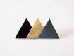 Broche 3 triangles de cuir noir vernis, doré et gris bleuté