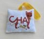 Petit coussin parfumé chat - broderie à la main - chat marron roux - en tissu coton - senteur lavande - décoration murale - 100% fait main