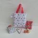 Tote bag enfant fille jusque 5 ans, sac shopping marché de noël, tissu motif houx et canne de sucre d'orge, idée emballage cadeau