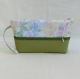 Pochette zippée à dragonne, trousse de toilette, rangement accessoire maquillage, tissu fleuri et simili cuir, cadeau femme