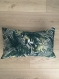 Décoration intérieure, housse de coussin  30x50 cm portefeuille motifs plantes tropicales et toucans tissu jacquard couleur vert