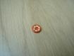 Cinqs boutons forme ronde orange fleur blanche    13-6