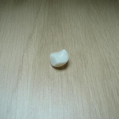 Cinqs boutons à queu rond plastique décoration triangle   24-113