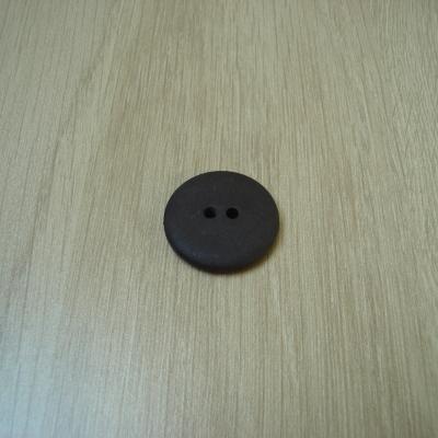Cinqs boutons plastique marron foncé lisse   1-57