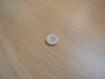 Boutons forme ronde blanc en creux   24-88