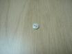 Cinq boutons pate de verre blanche deux trou   10-1