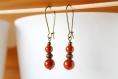 Boucles d'oreille orange, dormeuses, perles miracle, bijou fait main, minimaliste, idée cadeau, anniversaire, noël