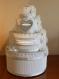 Urne wedding cake blanc, argent et nacré , sur 4 étages, pour votre mariage