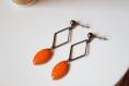 Boucles d'oreille orange, puce bronze, sequin émaillé, pendante, minimaliste, fait main, idée cadeau, anniversaire