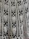 Poncho au crochet coloris gris perle