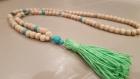 Sautoir perles en bois et pompon