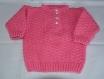 Pull bébé rose à motifs tricoté main taille 12 mois