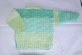 Petit pull boutonné bébé tricoté main taille 3 mois