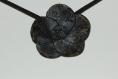Pendentif fleur de porcelaine froide