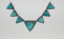 Collier triangle porcelaine froide