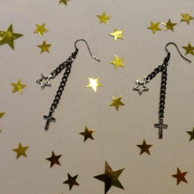 Boucles d'oreille croix et étoile argentées - collection chica punk