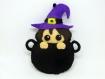 Sorciere d'halloween dans un chaudron, décoration fait main en feutrine à suspendre