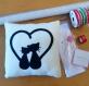 Coussin décoratif chats noirs, pour amoureux, en polaire et feutrine, fait main, cadeau pour couple