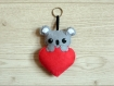 Peluche koala dans un coeur, à suspendre, en feutrine, fait main, cadeau fête des mères