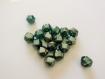 10 perles de verre - toupies - vert