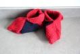 Chaussons en laine rouge et bleu nuit au crochet taille 35-36