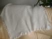 Plaid  / couverture / chale  pour bebe    tout blanc , fait main au crochet