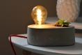 Lampe et pot en béton