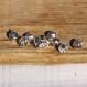 Lot de 10 petits grelots argentés ou breloques.