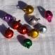 Lot de 10 petits grelots multicolores ou breloques