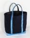 Vanessa bruno sac cabas bleu marine foncé aux paillettes turquoises porté main