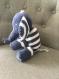 Doudou éléphant bleu et blanc réalisé au crochet