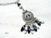 Collier ethnique blanc et noir  en perles co694