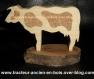 Vache en bois avec des taches  en liege