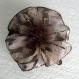 Petite barrette fleur en tissu & plumes et perles 017
